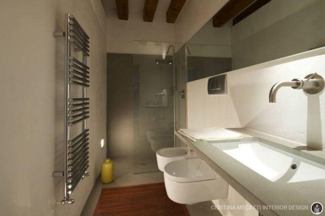 6 trucchi per arredare un bagno stretto e lungo ideas - Bagno stretto e lungo con doccia ...